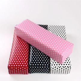 Мягкая подставка подушка под руки красная в белый горох 1  235
